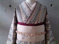 白色地に更紗模様の小紋 - キモノ山猫 リサイクル着物・アンティーク着物 ・ 羊毛フェルト小物 セレクトショップ