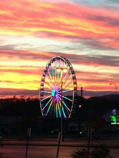 The Wheel at The Island in Pigeon Forge - One of the best views of the surrounding area is at the top of this ride! This is something you must experience while visiting the Smokies! #thewheel #smokymountains
