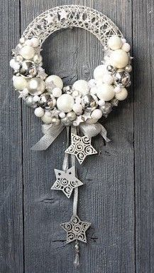 19 Most Adorable White Christmas Decoration Ideas 2017 Christmas is coming this year One of the popular theme for Christmas this year is white christmas decoration that you can try right now. Christmas Makes, Christmas Door, Winter Christmas, Christmas Ornaments, Elegant Christmas, Christmas Christmas, Christmas Window Decorations, Holiday Wreaths, Holiday Crafts