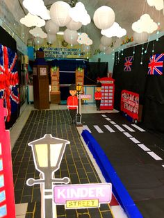 London themed Preschool classroom - New Deko Sites English Classroom Decor, Classroom Decor Themes, School Displays, Classroom Displays, Class Decoration, School Decorations, English Day, Around The World Theme, Great Fire Of London