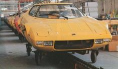 Lancia Stratos production at carrossier Bertone Autos Rally, Rally Car, Vintage Sports Cars, Vintage Cars, Carros Suv, Automobile, Bmw Classic Cars, Fiat Abarth, New Engine