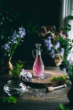 Lavender Syrup for Lavender Lemonade. Every sip of this fragrant, 5 ingredient Lavender Lemonade will remind you of the floral beauty of Spring. Lavender Syrup, Lavender Fields, Dried Lavender Flowers, Rose Flowers, Photo Food, Drink Me, Kitchen Witch, Non Alcoholic, Yummy Drinks