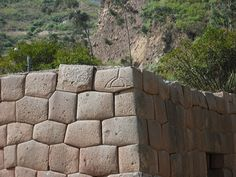 This stonework at Tarawasi in Limatambo, Peru is a good example of cyclopean masonry resembling that of Italy, Greece, Iran and others.