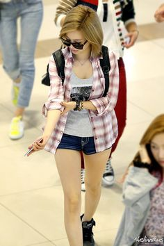 SNSD Sunny @ Airport