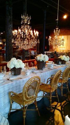 centro de mesa rustico con hortensias blancas