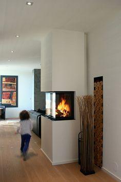 Newest Photographs modern Fireplace Hearth Popular Heizkamin Fireplace Hearth, Home Fireplace, Living Room With Fireplace, Fireplace Design, Home Living Room, Living Room Designs, Living Room Decor, Home Office Design, House Design