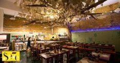 Quem vai ao novo restaurante de Chakall em Lisboa não o faz só pela comida, que é simples mas saborosa. No Refeitório do senhor Abel, em Marvila, há muita história para descobrir por trás das portas de ferro que lhe servem de entrada... http://visao.sapo.pt/actualidade/visaose7e/comer-e-beber/2018-01-09-No-Refeitorio-do-senhor-Abel-em-Lisboa-a-poesia-cola-se-as-pizzas-carpaccios-e-cocktails