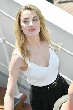 Amber Heard - Most Beautiful Girls Amber Heard Age, Amber Heard Style, Amber Heard Body, Most Beautiful Faces, Beautiful Celebrities, Beautiful People, Amber Head, Beauté Blonde, Medium Hair Styles