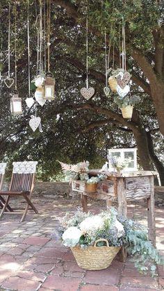 Ceremonia civil en el Montseny | Ceremonia rustica con un altar de madera cascada de corazones | Ceremonia exterior campestre bajo un arbol para una boda en el Montseny ♥ ♥ La Floreria ♥ ♥ para descubrir nuestras creaciones visita la web: www.lafloreria.net/ ♥