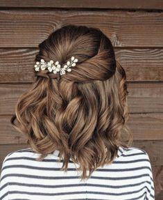 Short Hair Updo, Loose Ponytail, Short Curls, Short Wedding Hair, Short Hair Styles, Wedding Day, Wedding Season, Trending Hairstyles, Loose Hairstyles