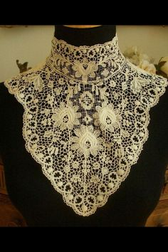 Lace jabot/Dickie.