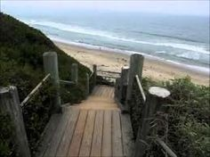 Visitors who want to take in the wonderful ocean views, have a picnic, take photographs, or stroll the beach will want to visit Rincon Beach in Santa Barbara.