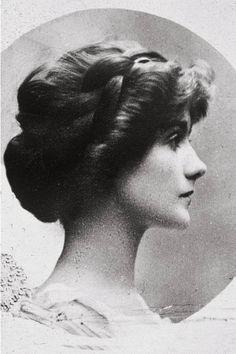 Gabrielle 'Coco' Chanel (26) - 1909 - Photo: Courtesy of Chanel -www.fashion.net