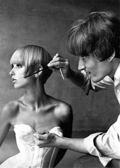 Danish model Ulla Bomser and Vidal Sassoon, photo by Francesco Scavullo, 1965 Francesco Scavullo, 1960s Hair, Sixties Hair, My Hairstyle, Retro Hairstyles, Great Hair, Hair Today, Cut And Color, Hair Inspiration