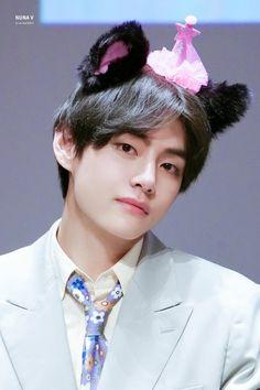 v / taehyung 🥺 Billboard Music Awards, V Taehyung, Foto Bts, Bts Bangtan Boy, Bts Boys, Guinness, V And Jin, V Cute, Daegu