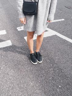 Acne Studios knit dress & Mansur Gavriel crossbody bag. Via Mija