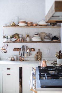 50 Small Kitchen Remodel And Shelves Storage Organization Ideas - Home Open Kitchen, Kitchen Dining, Kitchen Decor, Gold Kitchen, Kitchen Ware, Kitchen Ideas, French Kitchen, Kitchen Counters, Cheap Kitchen