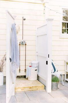 An exterior shower is the excellent useful enhancement to any kind of backyard room-- right here are a few of the best ideas for your home. Outdoor Shower Beach, Outdoor Bathrooms, Home, Cozy House, Outdoor Shower, Outdoor Bathroom Design, Outdoor Shower Enclosure, Bathroom Decor, Pool Shower