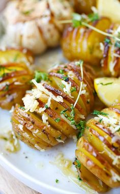 Parmesan Roasted Potatoes – the easiest and BEST roasted potatoes with Parmesan cheese, butter and herbs. SO good you'll want to make it every day!!! | rasamalaysia.com