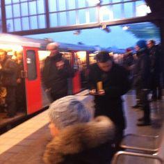 Big City Life- Heute wieder fast zu spät.. U-Bahn in #Hamburg am morgen...- nearly too late again subways in Hamburg! Work life Balance myth? #photography #reisen #deutschland #instacool #instatravel #train #instaoftheday #instaphoto #morning #work