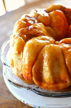 These amazing Easy Overnight Orange Sticky Buns are sure to be a favorite! - Jasey's Crazy Daisy