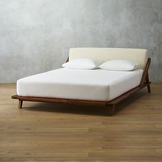 drommen bed | CB2