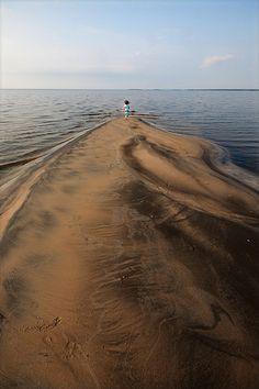 A part of the Lac Saint-Jean near the village of Metabetchouan. - Nautical Station of Lac Saint-Jean Lac Saint Jean, Culture Travel, Plein Air, Quebec, Nautical, Places To Go, Tourism, Hui, Beach