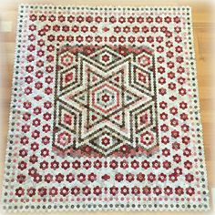 Hexagon Star by Every Stitch Hexagon Quilt Pattern, Quilt Patterns, Hexagon Quilting, Hexagon Patchwork, Patchwork Ideas, Amish Quilts, Star Quilts, Red And White Quilts, Miniature Quilts