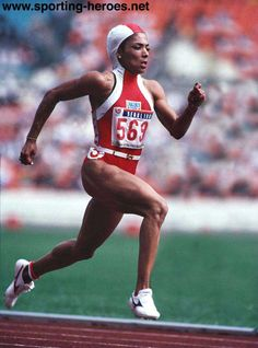 Florence Griffith-Joyner, blazing by the competition. Olympic Sports, Olympic Games, Flo Jo, 1984 Olympics, Vintage Black Glamour, Michael Phelps, Black Pride, Track And Field, Female Images