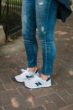 New Balance is the new and upcoming casual sneaker for females. Make your match . New Balance ist Sneakers Mode, Best Sneakers, Sneakers Fashion, Fashion Shoes, Shoes Sneakers, Kicks Shoes, Yeezy Shoes, Jeans And Sneakers, Women's Fashion