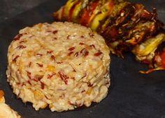 Le risotto est un plat italien réalisé à partir de riz rond cuit lentement dans un bouillon, auquel on ajoute en fin de cuisson du parmesan, de la crème et du beurre pour lui donner cette texture s…