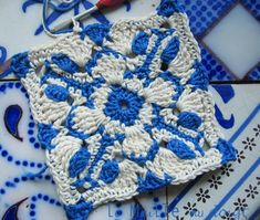 Fee #Crochet pattern. This square is not in English, but hit does have a diagram.