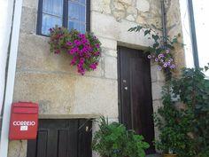 Casa com fachada em granito
