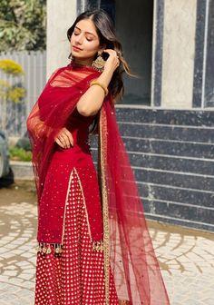 pad tha ha hardika i am sorry for that Pakistani Dresses Casual, Indian Gowns Dresses, Indian Fashion Dresses, Dress Indian Style, Pakistani Dress Design, Indian Designer Outfits, Casual Indian Fashion, Fashion Outfits, Stylish Dresses For Girls