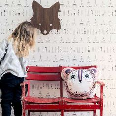 Vintage furniture and ferm living wallpaper in this adorable kids room