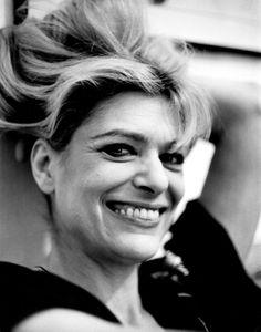 Η Μελίνα που λάτρευε τις κάμερες Photography Movies, Emotional Photography, Die A, Lana Del Ray, Amy Winehouse, Celebs, Celebrities, Smile Face, Beautiful Islands