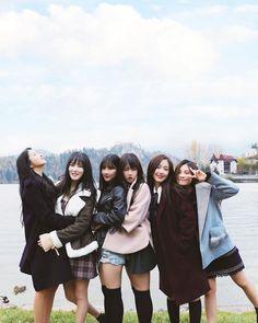 ideas for wallpaper black feminino Gfriend And Bts, Gfriend Yuju, Gfriend Sowon, Kpop Girl Groups, Korean Girl Groups, Kpop Girls, Ulzzang Korea, Ulzzang Girl, Extended Play