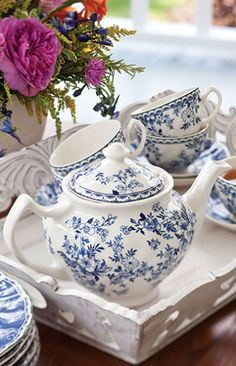 blue and white tea service ::: I love all blue and white china, vases, tiles,etc. Blue And White China, Blue China, Café Chocolate, White Dishes, White Tray, Teapots And Cups, Best Tea, My Cup Of Tea, China Patterns