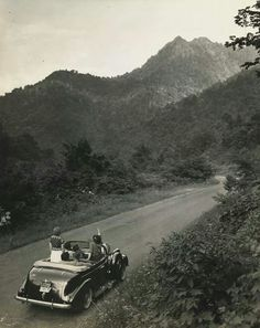 A trip to the Smokies n the old days.I thnk I like that better! It looks like they r right there! Smoky Mtns, Appalachian Mountains, The Old Days, Great Smoky Mountains, Cabins In The Woods, Vintage Photographs, Far Away, Time Travel, Wilderness