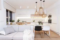 Svetlá kuchyňa Bahay Kubo, Home And Living, Kitchen Design, Interior Design, Table, Furniture, Home Decor, Design Ideas, Nest Design