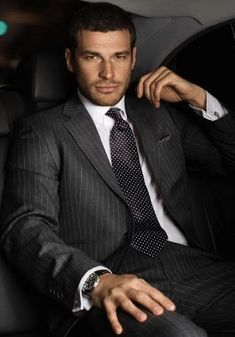 Men`s suits - photo Dapper Gentleman, Dapper Men, Gentleman Style, Formal Men Outfit, Men Formal, Costume Sexy, Scruffy Men, Elegant Man, Hommes Sexy