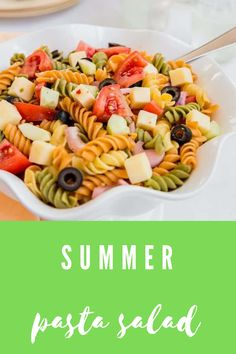 With flavors of sharp cheddar, tangy Italian dressing, and crunchy juicy summer vegetables,this pasta salad recipe is perfect for summer BBQs! #aclassictwist #summerpastasalad #pastasalad #summerrecipes #saladrecipes Summer Pie, Summer Tomato, Fun Easy Recipes, Summer Recipes, Summer Corn Salad, Black Food, Italian Dressing, Pasta Salad Recipes, Cheddar