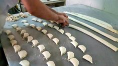 Making Baklava From The Master Turkish Recipes, Greek Recipes, Empanadas, Turkish Baklava, Baklava Recipe, Middle Eastern Recipes, Food Crafts, Appetisers, Stepping Stones