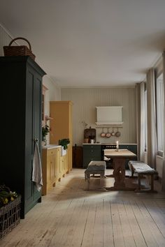 Kitchen of the Week: A Pastel Kitchen Inspired by Swedish Artist Carl Larsson (Remodelista: Sourcebook for the Considered Home) Kitchen Interior, New Kitchen, Interior And Exterior, Kitchen Dining, Kitchen Decor, Interior Design, Kitchen Cupboards, Bright Kitchens, Home Kitchens