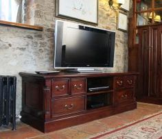 La Roque Widescreen Television Cabinet is the finest quality furniture that you have never seen it before anywhere in UK. More details: http://solidwoodfurniture.co/product-details-pine-furnitures-2971-la-roque-widescreen-television-cabinet.html