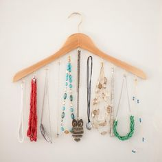 Dwell Beautiful brings you this easy DIY wood hanger necklace holder to give you a classy place to hang all of your gorgeos jewelry!