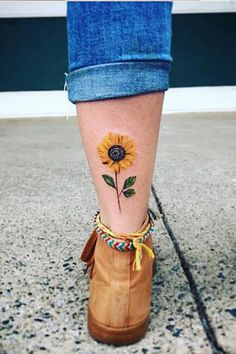 Simple Sunflower Tattoo Designs To Carry Your Favorite Flower On Your Skin - - . - Simple Sunflower Tattoo Designs To Carry Your Favorite Flower On Your Skin – – - Unique Tattoos, Beautiful Tattoos, New Tattoos, Body Art Tattoos, Small Tattoos, Sleeve Tattoos, Cool Tattoos, Tatoos, Colorful Tattoos