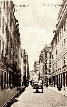 Rua da Madalena, 1910 Nostalgic Pictures, Old Hospital, Beyond Beauty, Old City, Capital City, Back In The Day, Vintage Photography, Old Pictures, Time Travel