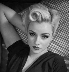 1940s Hairstyles for Long Hair - Eve Steps