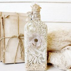 vintage handmade lace bottle - I am so inspired! Altered Bottles, Vintage Bottles, Bottles And Jars, Glass Jars, Wine Bottle Crafts, Jar Crafts, Bottle Art, Vintage Shabby Chic, Vintage Lace